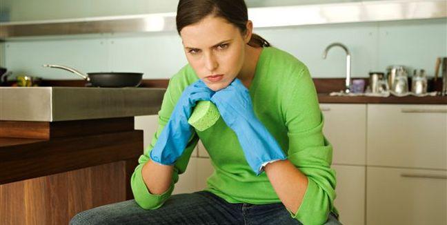 mujer-getty-rutina-aburrida-cansada-limpieza-ama_de_casa www.entremujeres