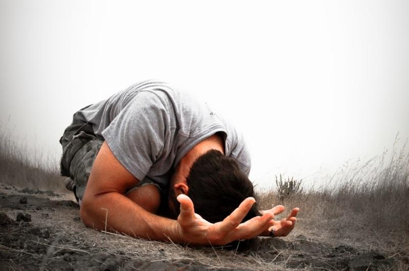 """""""Invócame en el día de la angustia; te libraré, y tú me honrarás"""" (Salmo 50:15)"""